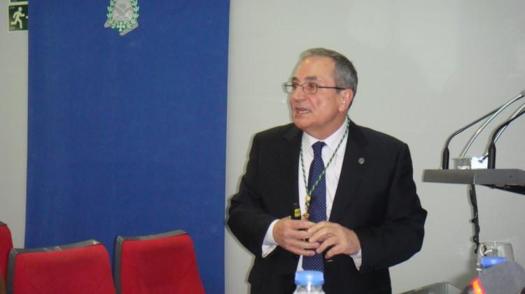 """Conferencia del Dr. Rodríguez Ferri sobre """"Desarrollos en Vacunología Veterinaria"""""""