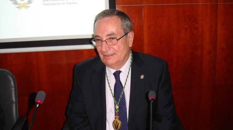 El Dr. Rodríguez Ferri autor del libro «Tularemia, una aproximación a su estudio integral en Castilla y León»