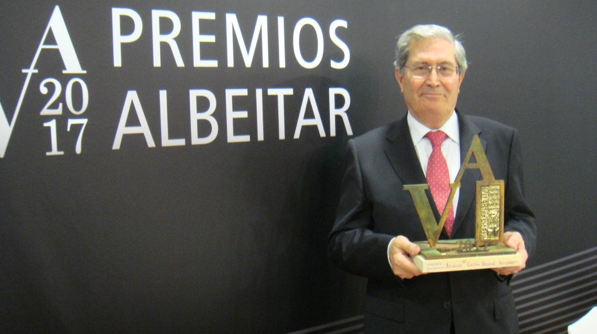 """El Dr. Pérez Bonilla recoge el """"Premio Albéitar"""" que, en su modalidad institucional, le ha sido otorgado Cuerpo Nacional Veterinario"""