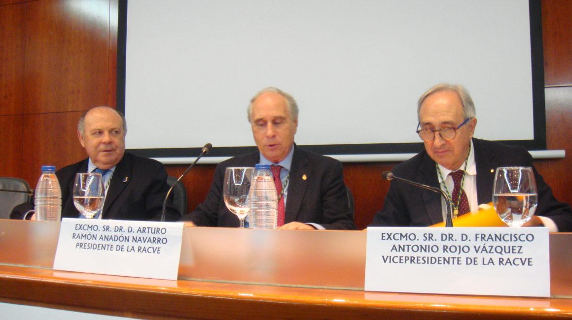 El Dr. Francisco Rojo Vázquez interviene en la RACVE con la conferencia «Perspectiva veterinaria de una sola salud»