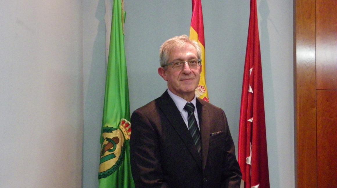 El Dr. Galán Torres, Coronel Veterinario, pronuncia una conferencia en la sede de la RACVE