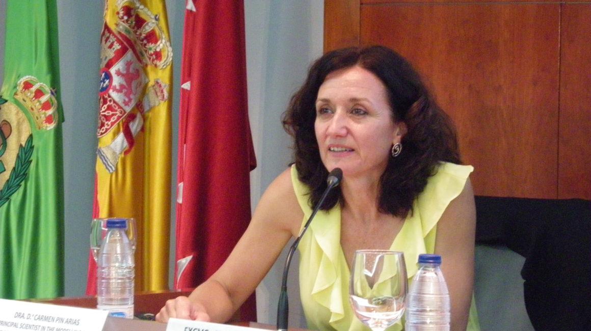 La Dra. Carmen Pin Arias interviene en sesión pública en la sede de la Real Academia de Ciencias Veterinarias de España. Escogió un tema de su especialidad: «Los modelos matemáticos ayudan a entender el comportamiento de los sistemas biológicos».