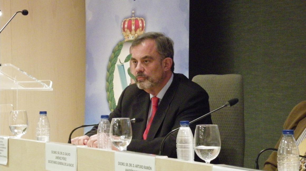 Microbiota intestinal: El órgano olvidado.  El Dr. Santiago Vega García interviene en la sede de la RACVE